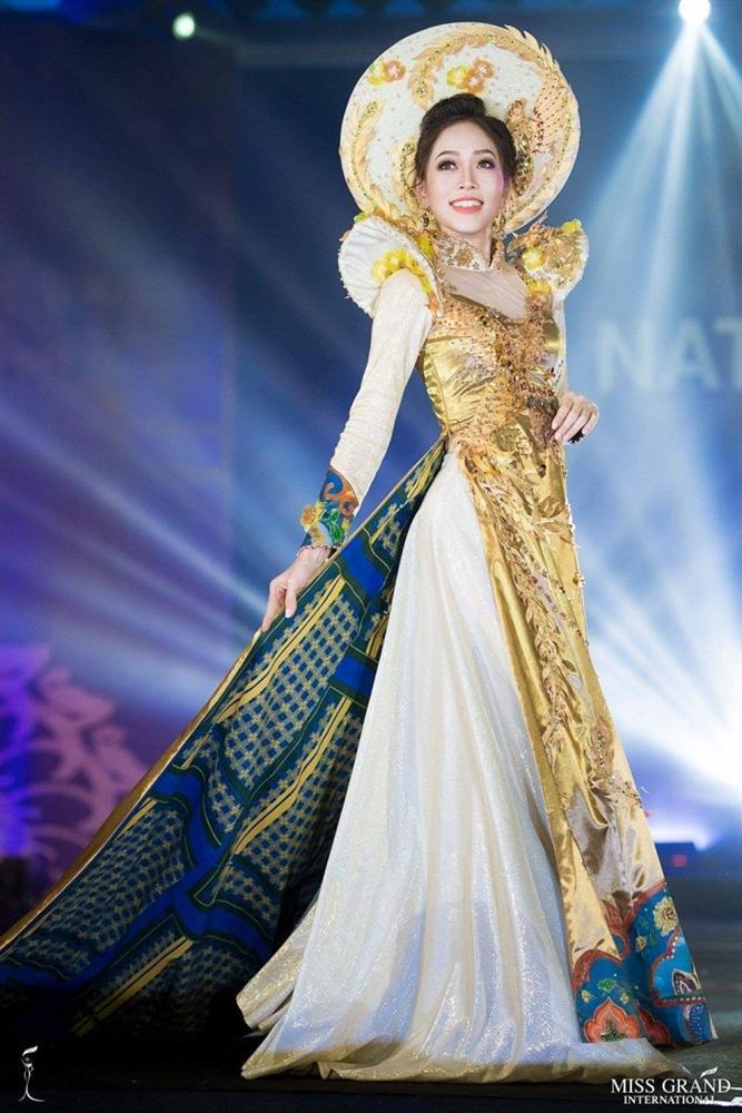 Lọt top 5 bình chọn, Áo dài của Bùi Phương Nga có cơ hội thắng giải quốc phục tại Miss Grand 2018-2