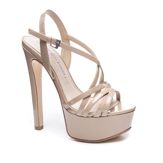Đôi giày 1,9 triệu là thần may mắn của hoa hậu Tiểu Vy, HHen Niê-3