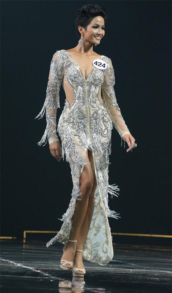 Đôi giày 1,9 triệu là thần may mắn của hoa hậu Tiểu Vy, HHen Niê-8