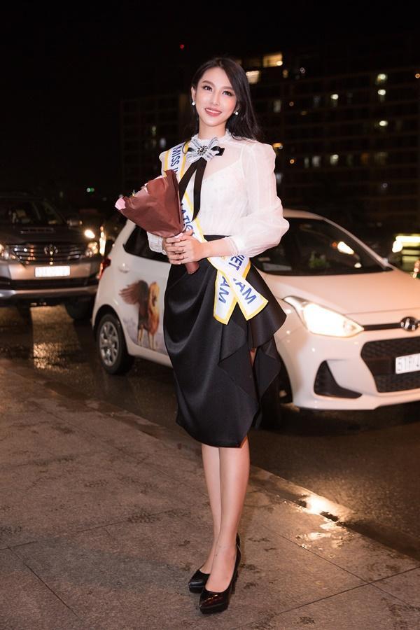 Nguyễn Thúc Thùy Tiên mang theo 110kg hành lý chinh chiến Miss International 2018-1