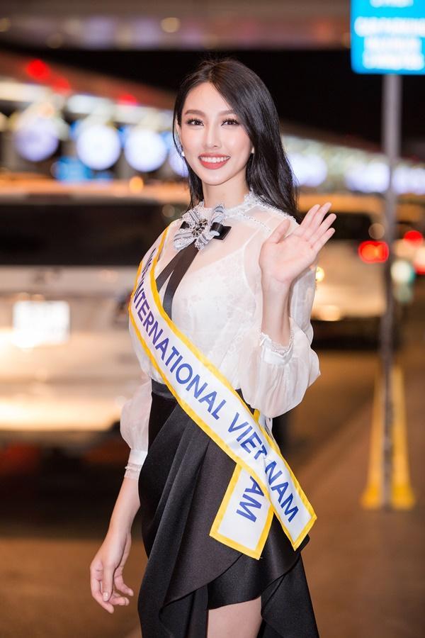 Nguyễn Thúc Thùy Tiên mang theo 110kg hành lý chinh chiến Miss International 2018-2
