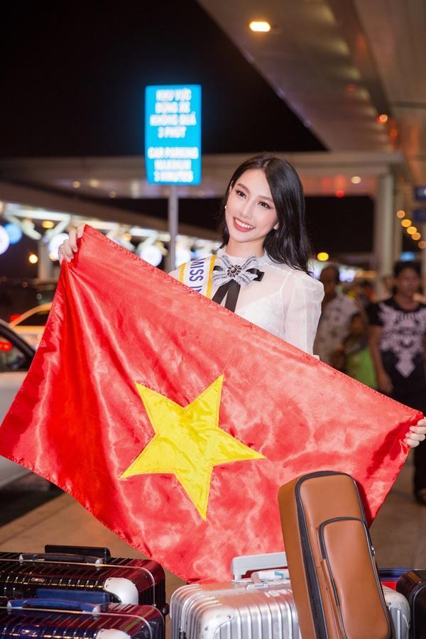 Nguyễn Thúc Thùy Tiên mang theo 110kg hành lý chinh chiến Miss International 2018-8