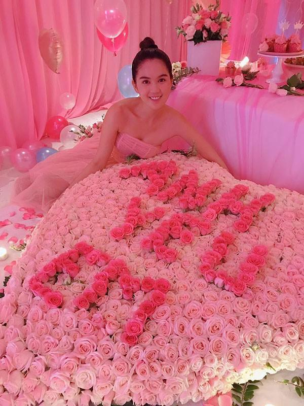 Lộ tin nhắn Ngọc Trinh được bạn trai bí ẩn cưng chiều như bà hoàng, gọi vợ chồng ngọt như mía lùi-2