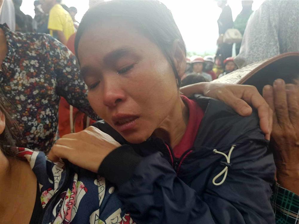 Chị gái khóc ngặt kể phút phát hiện gia đình em trai 4 người treo cổ-2