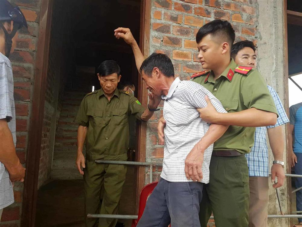 Chị gái khóc ngặt kể phút phát hiện gia đình em trai 4 người treo cổ-5