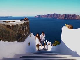Chuyến đi ngắm hoàng hôn Santorini đáng ghen tỵ của chàng trai 9X và vợ