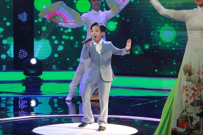 Cậu bé 11 tuổi được chọn ở Giọng hát Việt nhí chỉ là chiêu bài?-3