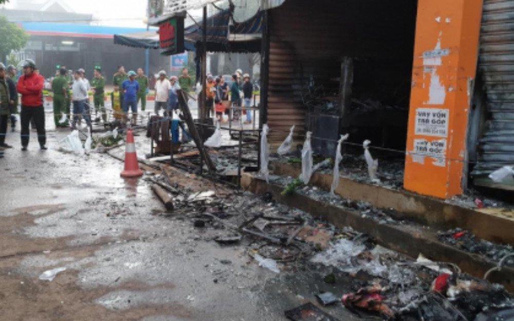 Đắk Lắk: 2 cô gái chết ngạt trong cửa hàng hoa bị thiêu rụi-2