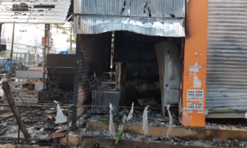 Đắk Lắk: 2 cô gái chết ngạt trong cửa hàng hoa bị thiêu rụi-3