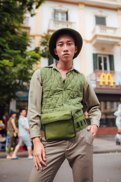 Giới trẻ chào sân Vietnam International Fashion Week bằng loạt street style không thể ĐỘC DỊ hơn-1