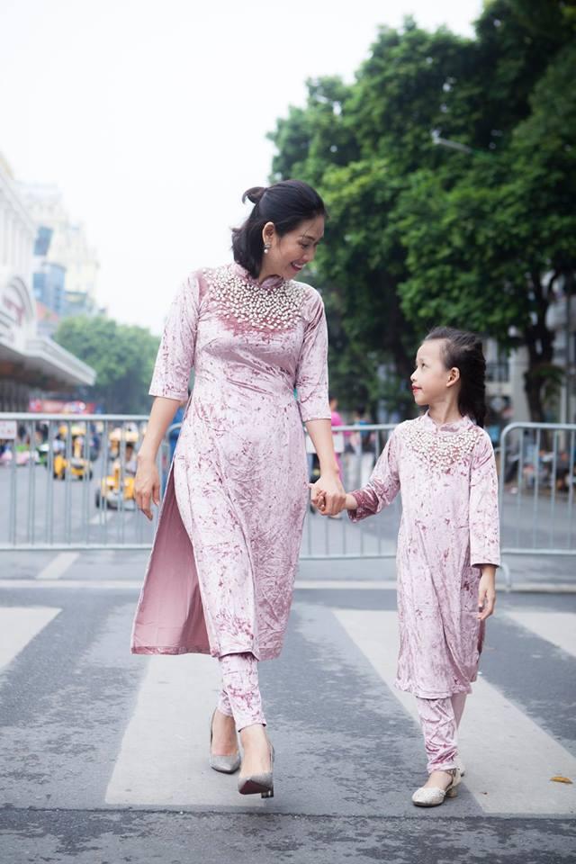 Giới trẻ chào sân Vietnam International Fashion Week bằng loạt street style không thể ĐỘC DỊ hơn-10