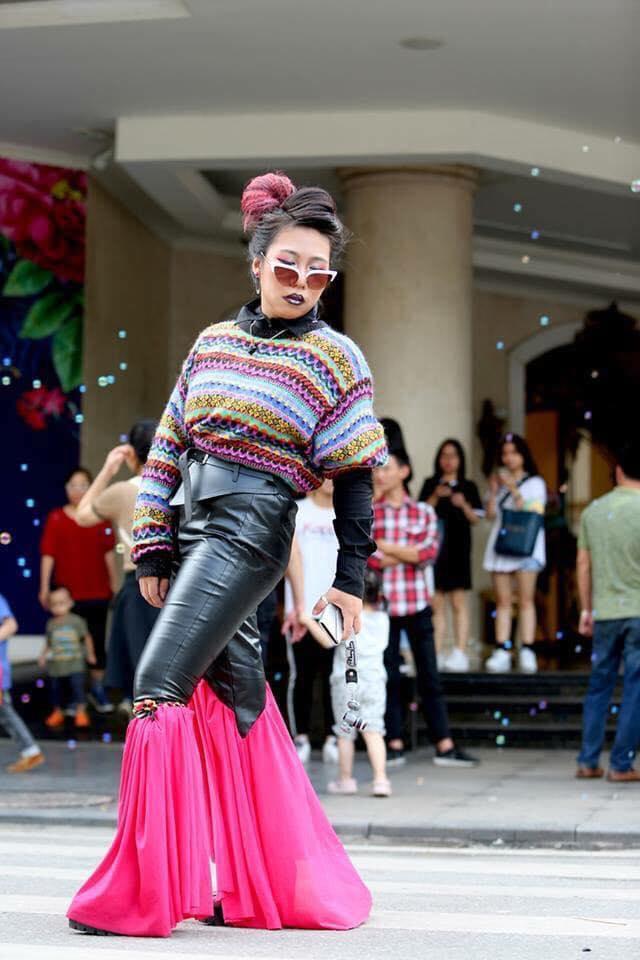 Giới trẻ chào sân Vietnam International Fashion Week bằng loạt street style không thể ĐỘC DỊ hơn-2