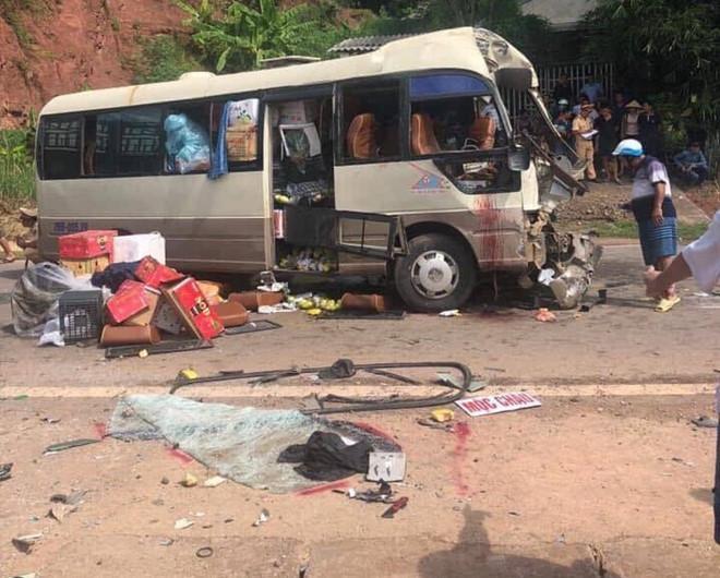 Xe đầu kéo tông trực diện xe khách, 10 người bị thương-1