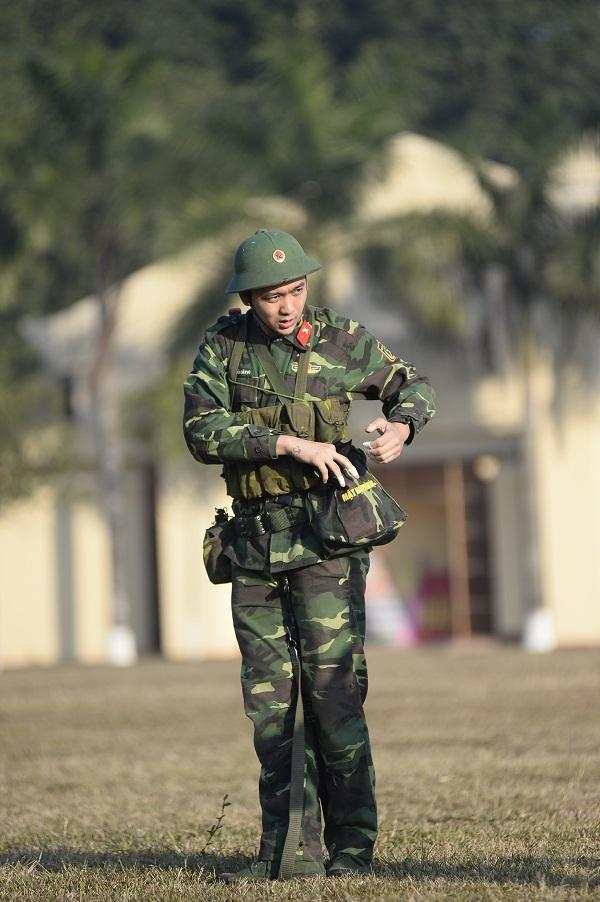 Đang giờ học trong quân ngũ, Tim lẩm bẩm hát Em gái mưa khiến người xem không nhịn nổi cười-3