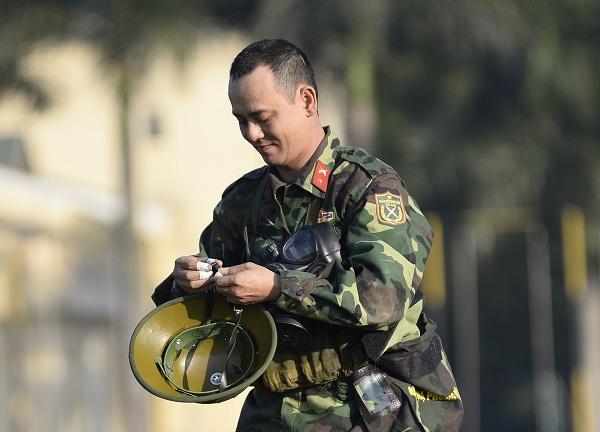 Đang giờ học trong quân ngũ, Tim lẩm bẩm hát Em gái mưa khiến người xem không nhịn nổi cười-4