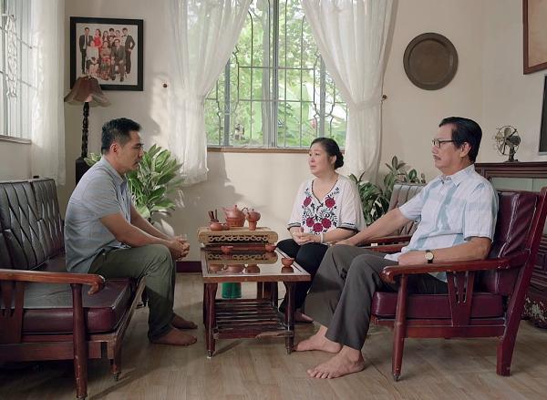 Gạo nếp gạo tẻ tập 73: Bà Mai khóc hết nước mắt tha thiết cầu xin Kiệt đừng ly hôn Hân-1