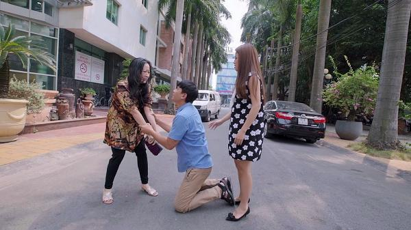 Gạo nếp gạo tẻ tập 73: Bà Mai khóc hết nước mắt tha thiết cầu xin Kiệt đừng ly hôn Hân-11