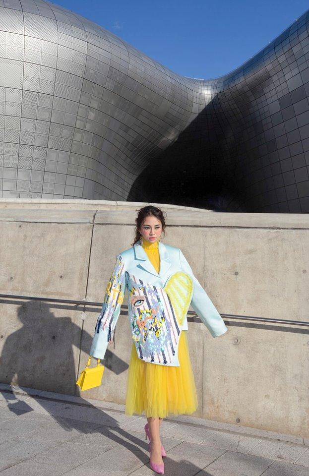 Gil Lê - Phí Phương Anh khoe streetwear cực chất ở SFW - Thúy Vi vẫn trung thành với style phô da thịt-5