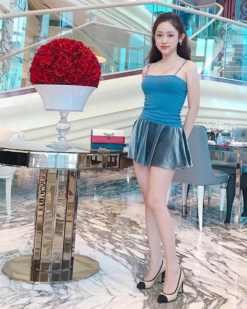 Gil Lê - Phí Phương Anh khoe streetwear cực chất ở SFW - Thúy Vi vẫn trung thành với style phô da thịt-6