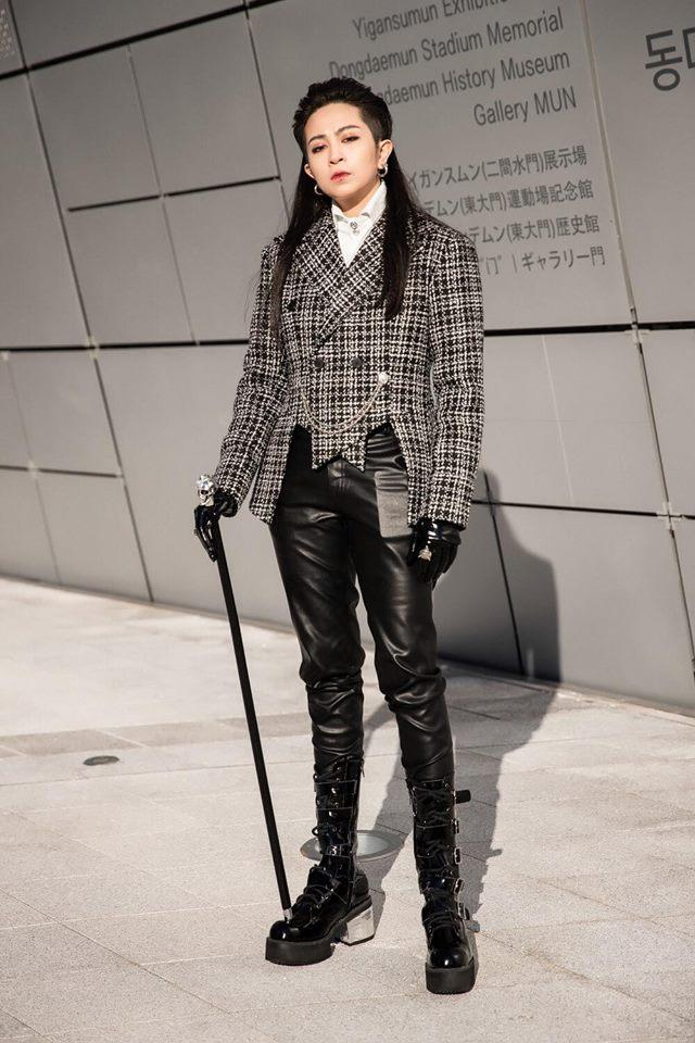 Gil Lê - Phí Phương Anh khoe streetwear cực chất ở SFW - Thúy Vi vẫn trung thành với style phô da thịt-1