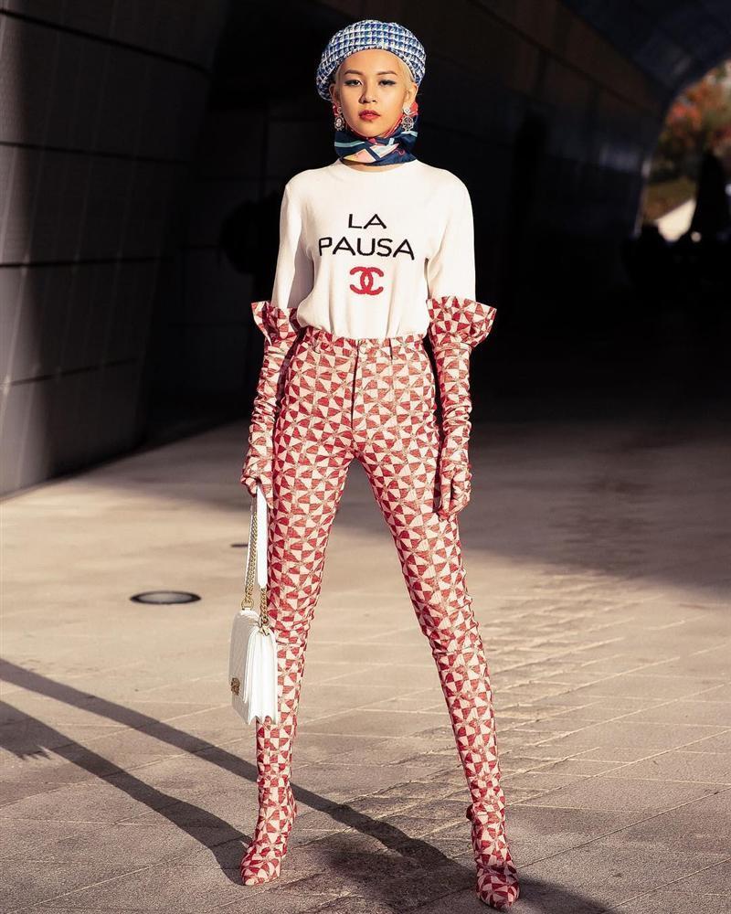 Gil Lê - Phí Phương Anh khoe streetwear cực chất ở SFW - Thúy Vi vẫn trung thành với style phô da thịt-4