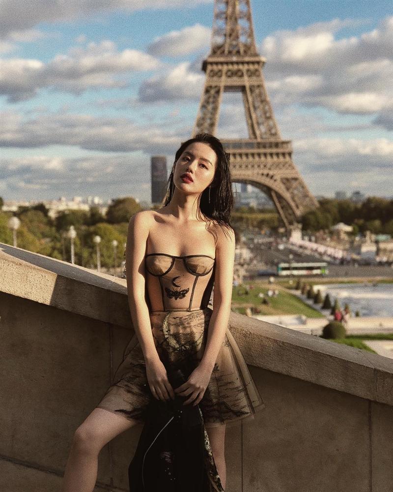 Gil Lê - Phí Phương Anh khoe streetwear cực chất ở SFW - Thúy Vi vẫn trung thành với style phô da thịt-10
