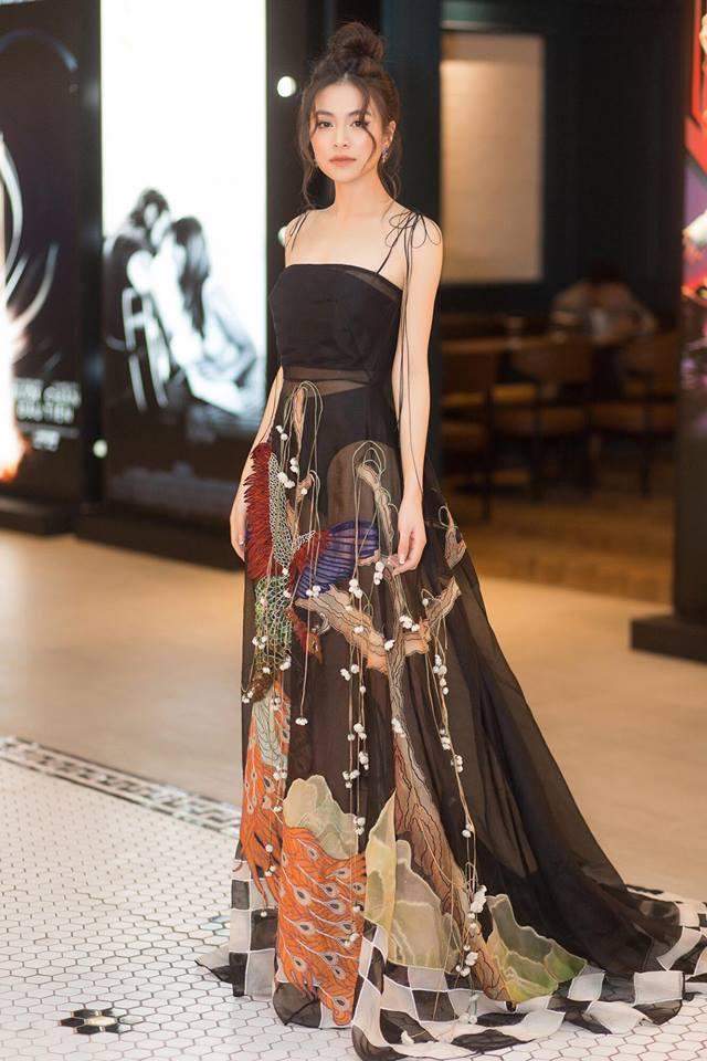 Trước khi mặc váy xuyên thấu náo loạn thảm đỏ, Hoàng Thùy Linh từng nhiều lần gây shock hơn thế-1