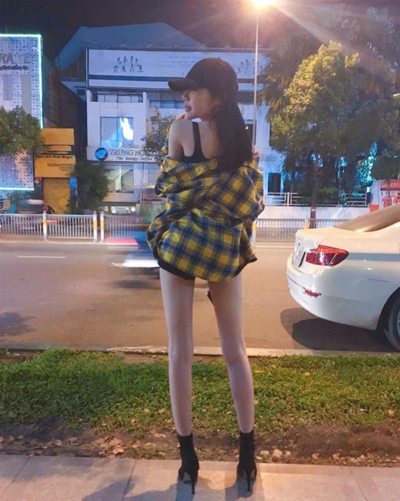 Linh Chi lột bỏ váy áo, chỉ mặc nội y phô diễn hình thể làm nóng mắt người xem-5