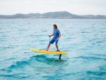 Bay trên mặt nước với ván lướt sóng thế hệ mới