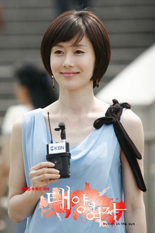 Tình đầu quốc dân Son Ye Jin khoe lưng trần quyến rũ trên thảm đỏ-4