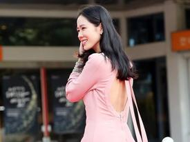 'Tình đầu quốc dân' Son Ye Jin khoe lưng trần quyến rũ trên thảm đỏ
