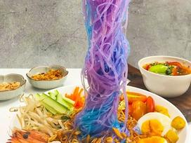 Clip: Làm món miến trộn có thể đổi màu 'thần kỳ' nhờ bí kíp này