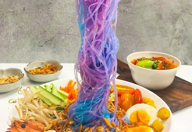Clip: Làm món miến trộn có thể đổi màu thần kỳ nhờ bí kíp này-1