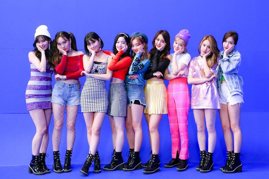 EXO, TWICE và dàn 'quái vật' Kpop chuẩn bị tái xuất trong tháng 11-9