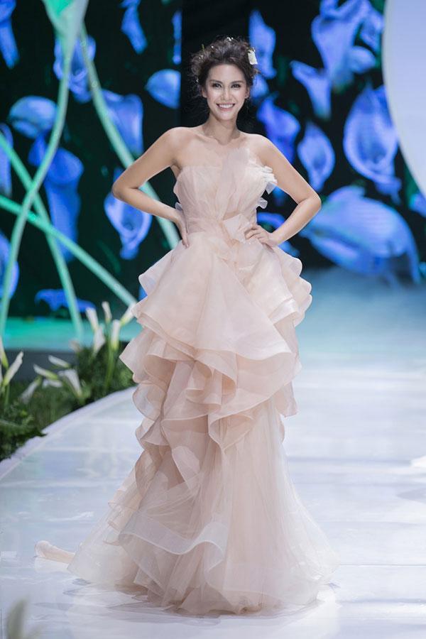 Mãn nhãn với show váy cưới của NTK Phương Linh-7