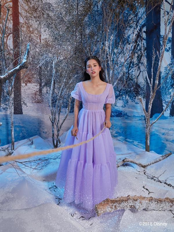 Hoa hậu Tiểu Vy hóa công chúa kiêu sa trong bom tấn mới của Disney-2