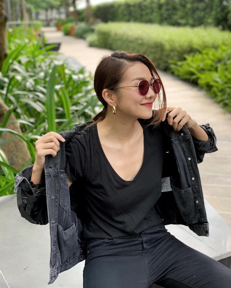 Diva Hồng Nhung U50 vẫn diện bikini khoe dáng nuột nà - Hà Tăng mang giầy há mõm mà sao thần thái đến thế-6