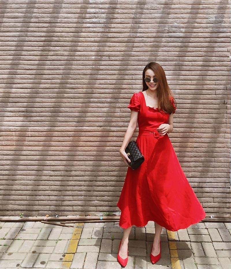 Diva Hồng Nhung U50 vẫn diện bikini khoe dáng nuột nà - Hà Tăng mang giầy há mõm mà sao thần thái đến thế-8