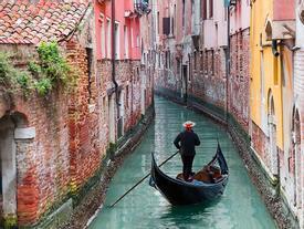 Khách du lịch đang 'nhấn chìm' Venice?