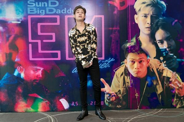 Danh ca Ngọc Sơn căn dặn 'con nuôi' SunD nhiều điều hay trong ngày debut-1