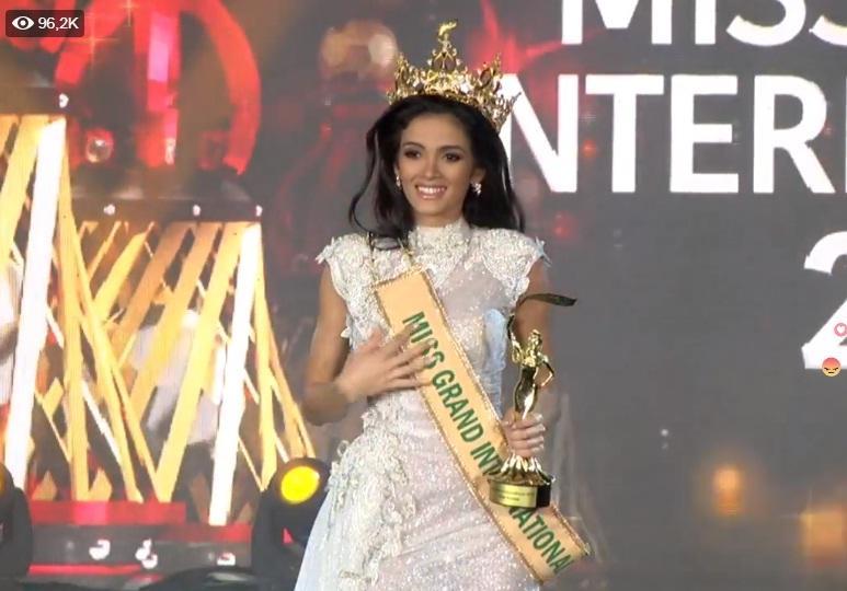 Được xướng tên cho ngôi hoa hậu, mỹ nữ Paraguay lăn đùng bất tỉnh nhân sự-6