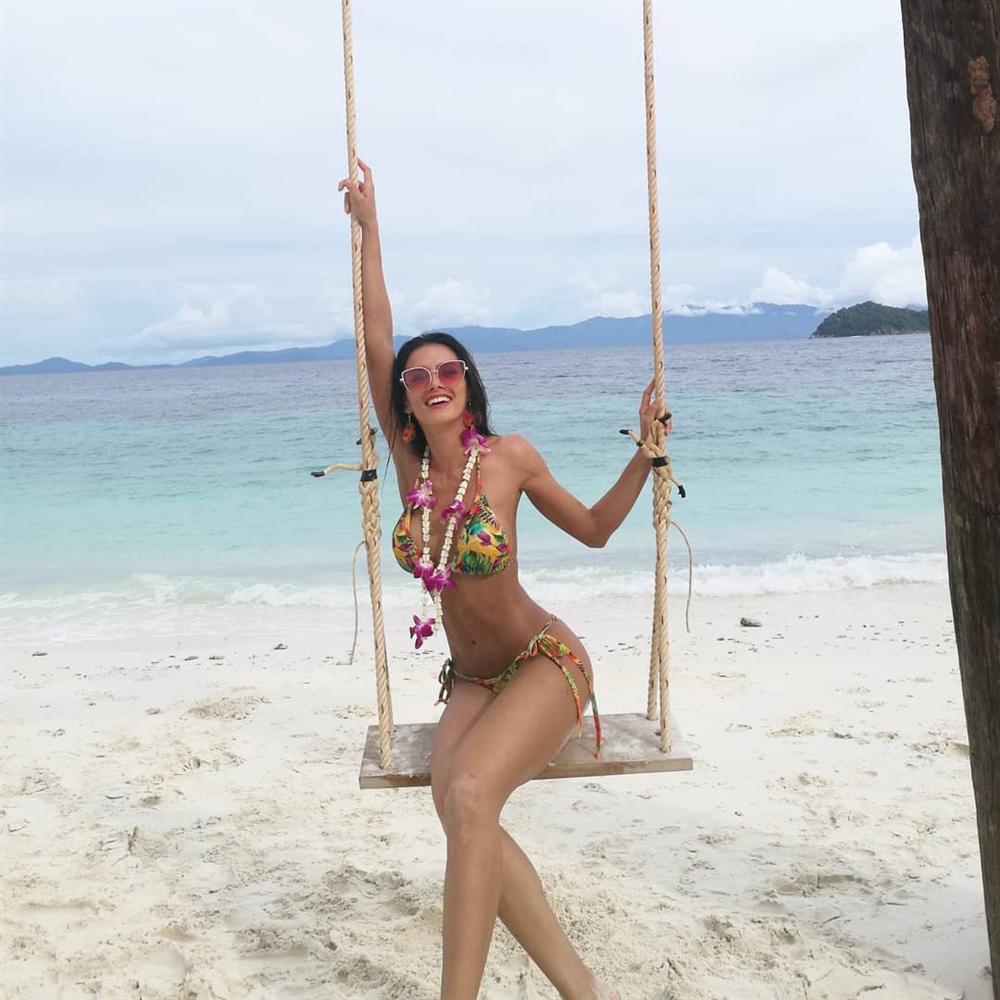 Dung nhan đẹp xuất sắc của Hoa hậu Hòa bình 2018 vừa được xướng tên đã lăn đùng bất tỉnh-16