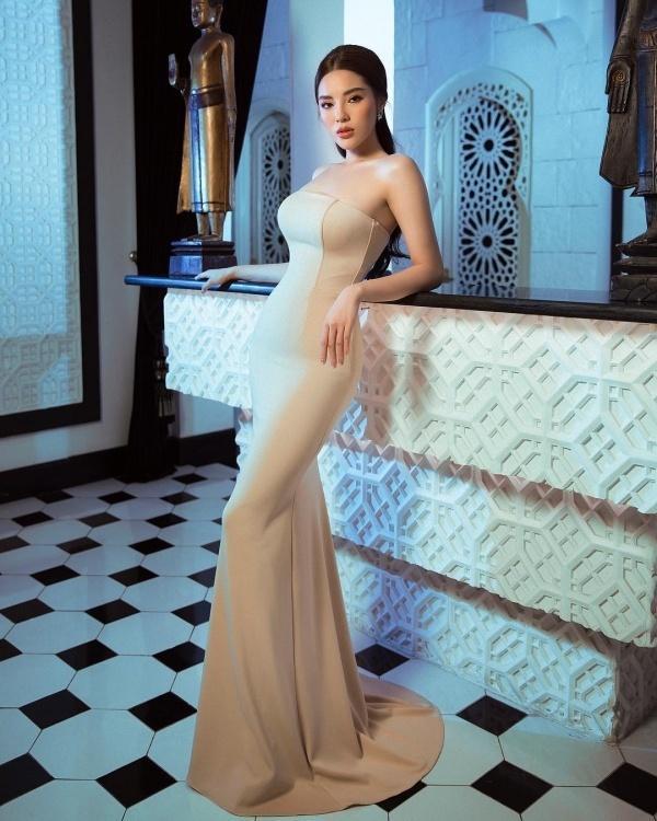 Hễ diện váy gợi cảm, Bích Phương lại gây thương nhớ - Đỗ Mỹ Linh hóa cô dâu e ấp đứng đầu TOP SAO ĐẸP-7