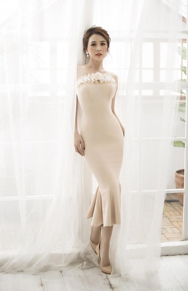 Hễ diện váy gợi cảm, Bích Phương lại gây thương nhớ - Đỗ Mỹ Linh hóa cô dâu e ấp đứng đầu TOP SAO ĐẸP-10