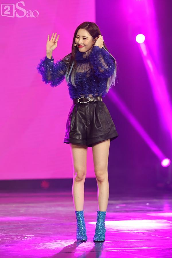 Gei chúa Sunmi quyến rũ hết nấc, SEVENTEEN như những vị thần trong đêm nhạc Việt Hàn-2
