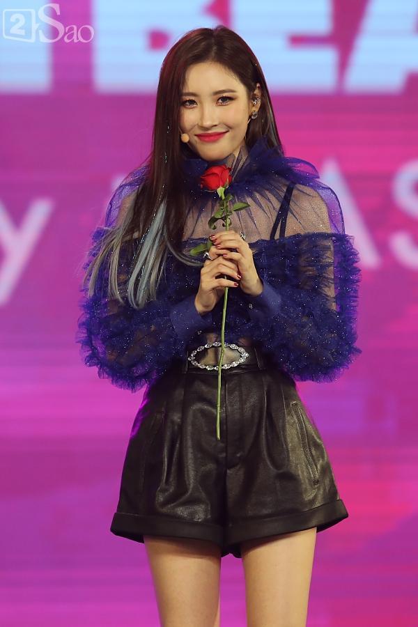 Gei chúa Sunmi quyến rũ hết nấc, SEVENTEEN như những vị thần trong đêm nhạc Việt Hàn-3
