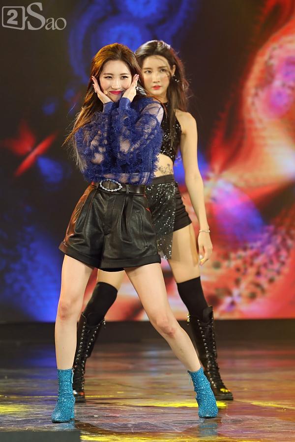 Gei chúa Sunmi quyến rũ hết nấc, SEVENTEEN như những vị thần trong đêm nhạc Việt Hàn-5
