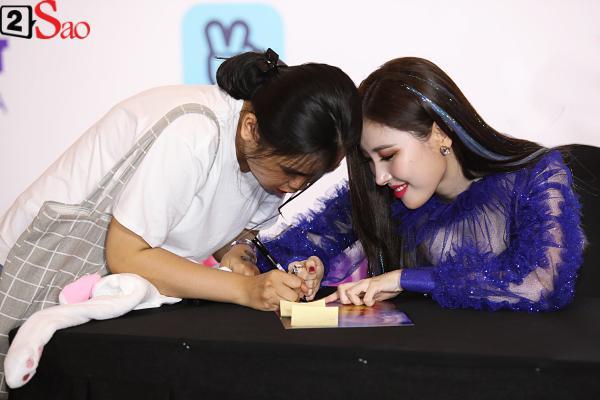 Gei chúa Sunmi quyến rũ hết nấc, SEVENTEEN như những vị thần trong đêm nhạc Việt Hàn-10