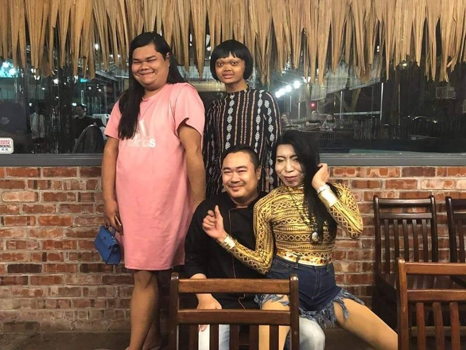 Đã lâu không xuất hiện, Happy Polla bất ngờ đăng ảnh uốn éo bên gái già chuyển giới SiTang khiến người xem hoang mang-1