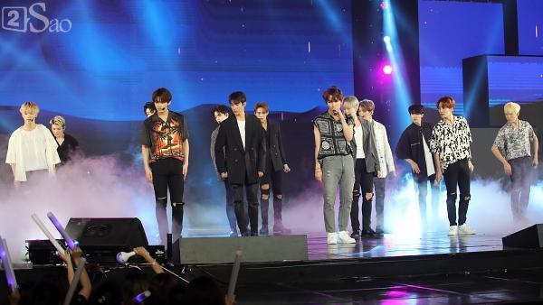 Gei chúa Sunmi quyến rũ hết nấc, SEVENTEEN như những vị thần trong đêm nhạc Việt Hàn-16